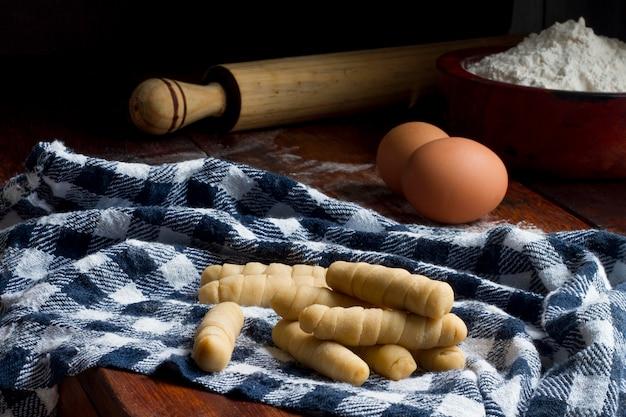 伝統的なベネズエラチーズスティックの品揃え