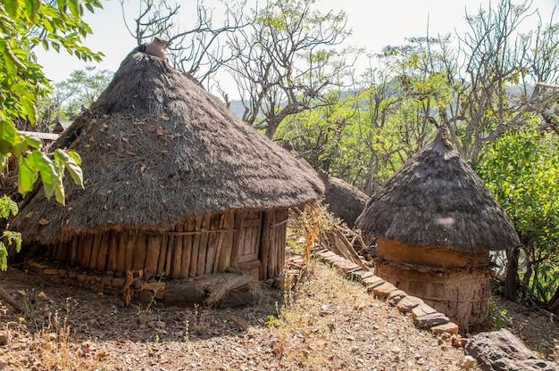 エチオピアアフリカの伝統的な村の家エチオピア