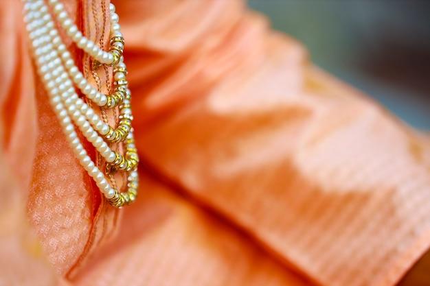 ヒンドゥー教の伝統的な結婚式:新郎のドレッシングデザイン