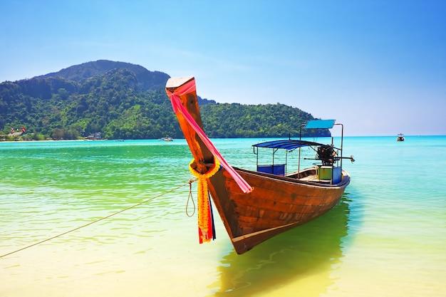 피피섬, 태국, 아시아에서 전통적인 나무 보트