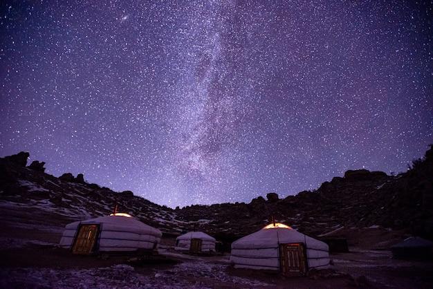 몽골 유목민의 전통 유르트 (gers) 텐트 홈