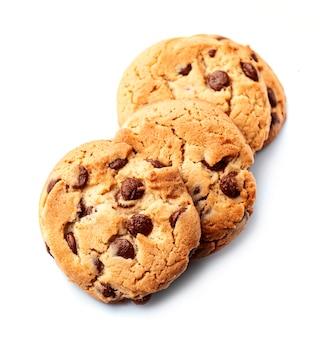 Традиционное шоколадное печенье на белом фоне.