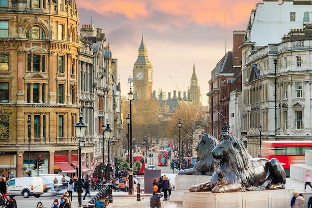 Туристическая достопримечательность трафальгарской площади в центре лондона.