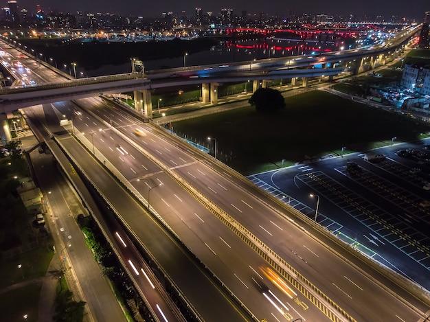 Вид с воздуха на движение в тайване