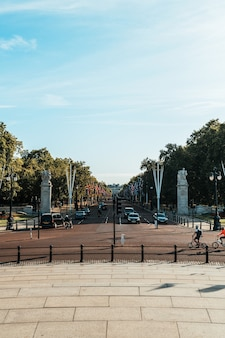 バッキンガム宮殿のあるロンドンの交通