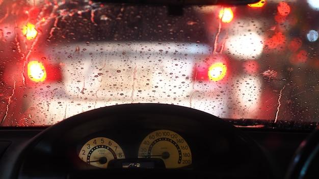 Движение под дождем