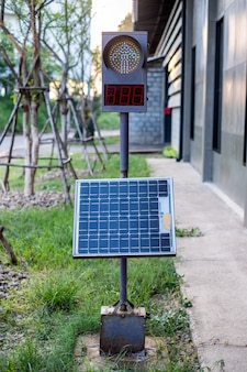 Traffic light signal with panel solar cell set up