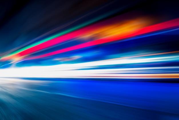 Светофор проходит по улице шанхая