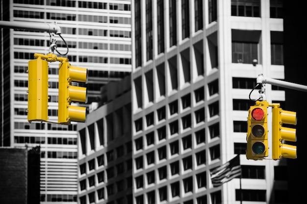 マンハッタンの路上の信号機