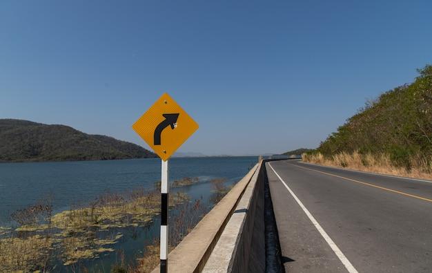 道路上の交通標識