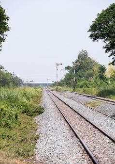 鉄道ヤードの信号柱。
