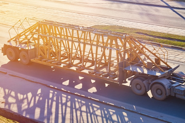 Trailer for the transportation of concrete structures in the sun