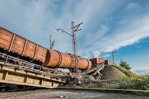 Крушение поезда из-за разрушенного моста