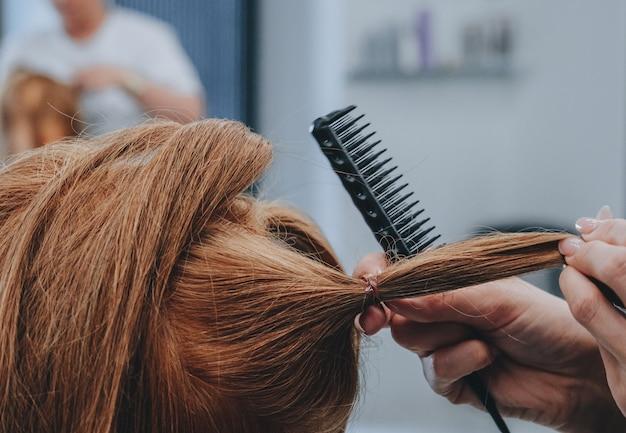 マネキンのヘアスタイリングのトレーニング