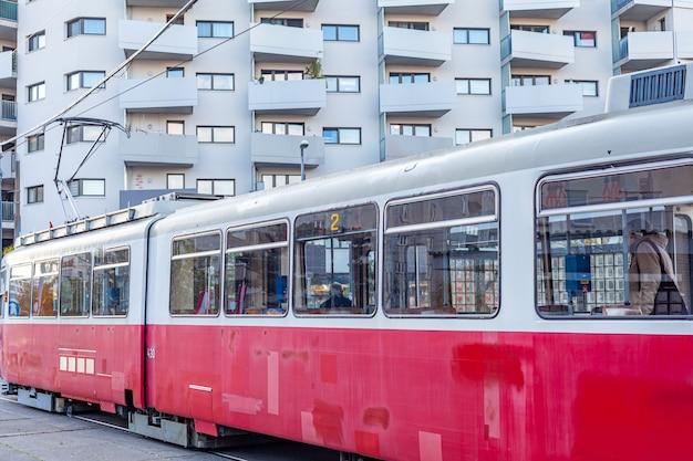 도심, 대중 교통 정류장에서 트램.