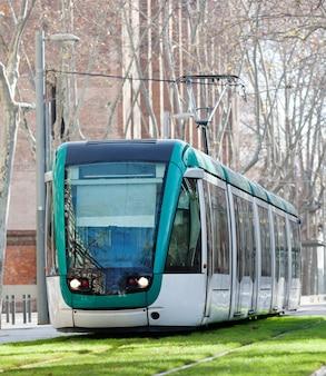 市街地の路面電車