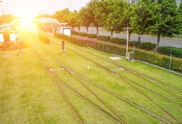 햇빛에 전차 역