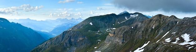 静かな夏のアルプス山(グロースグロックナーハイアルパインロードからの眺め)。 3枚の合成画像。