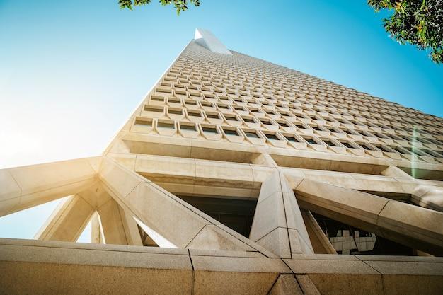 サンフランシスコのダウンタウンにあるトランスアメリカタワービジネスビルの美しい建築