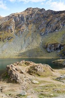 Transfagarasan道路の氷河湖balea