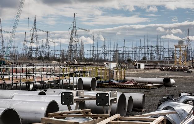 Трансформаторная подстанция и высоковольтные линии электропередачи