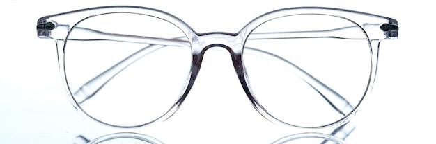 Прозрачные модные современные очки для зрения крупным планом