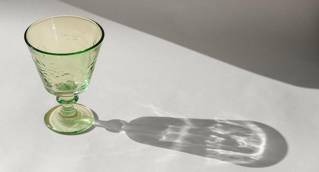 透明なガラスの影