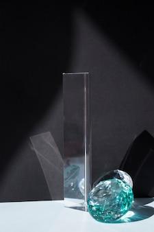 Prisma trasparente con gioiello
