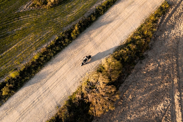 Concetto di trasporto con vista aerea del motociclo