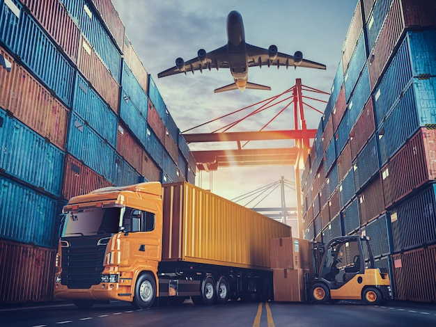 컨테이너 화물선 및화물 비행기의 운송 및 물류.