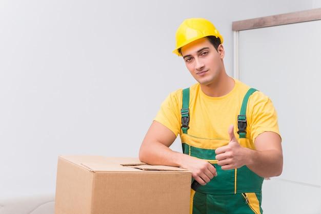 ボックスを家に配達する輸送労働者