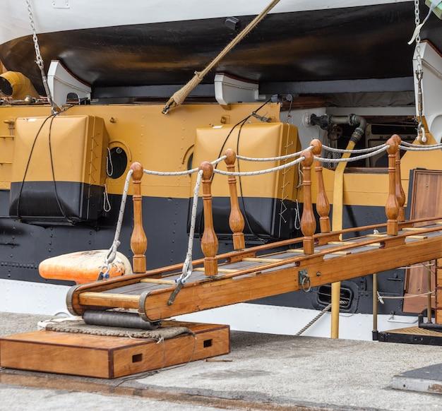 トラップパスは古いヨットに設定されています。