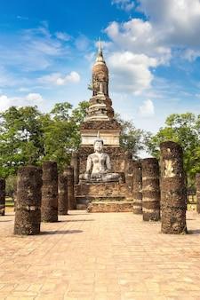 태국 수코타이 역사 공원에 있는 트라팡 응고엔 사원