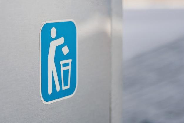 Trashcan logo on a wall
