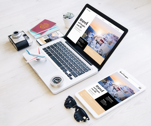 Отзывчивый дизайн сайта туристического агентства с некоторыми необходимыми предметами