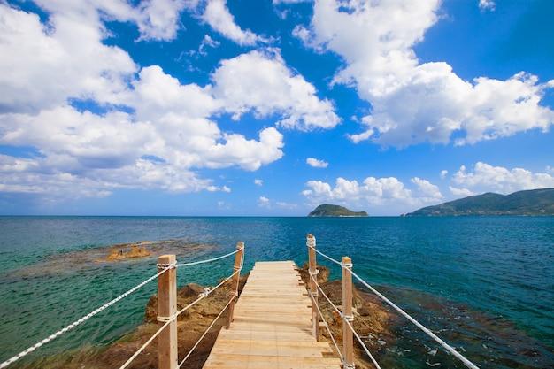 여행 및 휴가 개념 - 목조 다리, 바다, 여름, 휴가, 행복한 시간