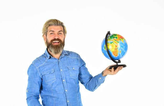 旅行とワンダーラスト。地球儀のひげを生やした男。アースデー。国際的なコンセプト。地理の先生。国際ビジネス。グローバルネットワーク。世界網の積荷。空の旅。世界中で。