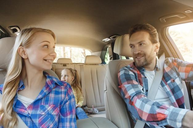 車で旅行家族旅行一緒に休暇