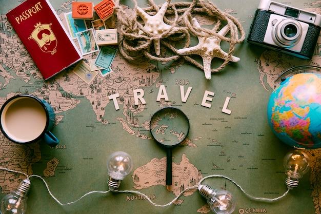 테이블에 여행 구성