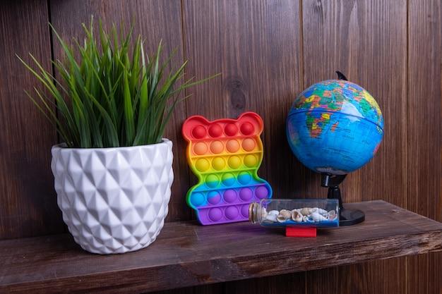 여행, 선반 위의 식물, 지구본, 조개껍데기, 항스트레스 장난감 팝