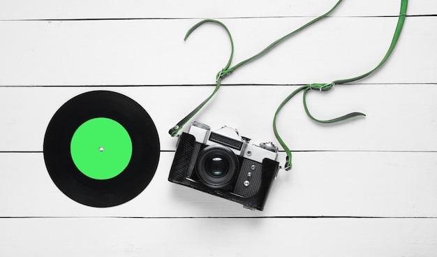 旅行のコンセプトとフィルムレトロカメラの上面図