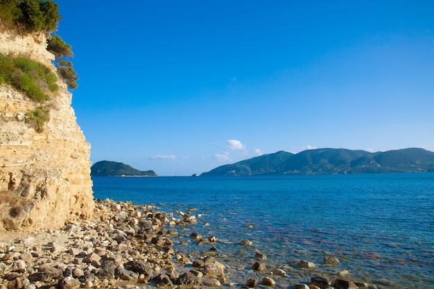旅行のコンセプト-楽園の島、海、空、夏。ギリシャ、ザキントス島のアギオスソスティス。