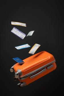 수하물과 티켓이 있는 여행 개념
