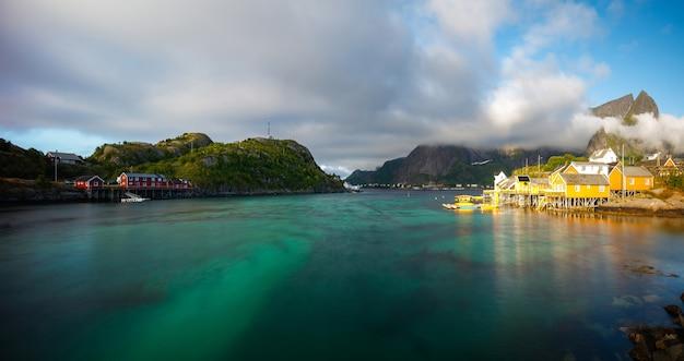 Концепция путешествия с рыбацкой деревней в норвегии