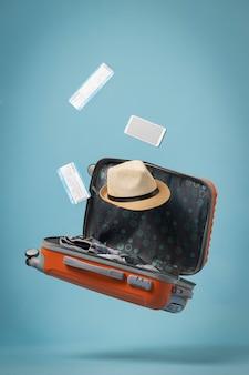 Concetto di viaggio con bagaglio aperto