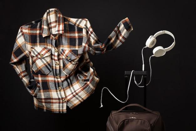 셔츠와 헤드폰으로 여행 컨셉