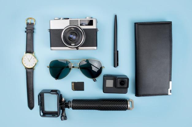 Черная тема аксессуары для молодых туристов travel concept.