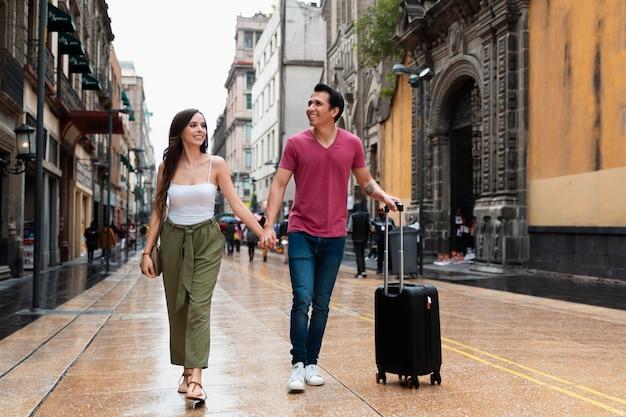 사랑하는 사람과 함께 장소를 찾는 여행