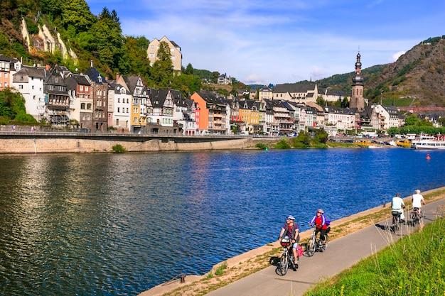 ドイツの旅行有名なライン川クルーズ中世のコッヘムの町
