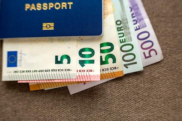 Загранпаспорт и деньги, банкноты евро.